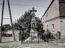 Krzyż naprzeciw nowego kościoła
